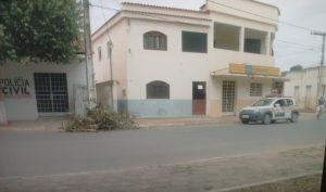 Agência assaltada em Tumiritinga fica próximo a posto desativado da Polícia Civil (Foto: Tiago Lopes/InterTV dos Vales)