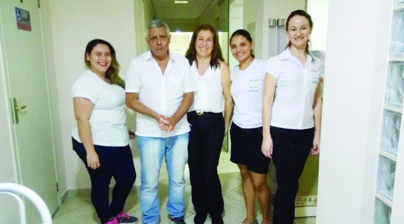 Dr. Sérgio Rebelo - o novo sexagenário - comemora com linda esposa Valéria e as colaboradoras do  Laboratório São José a data tão importante!
