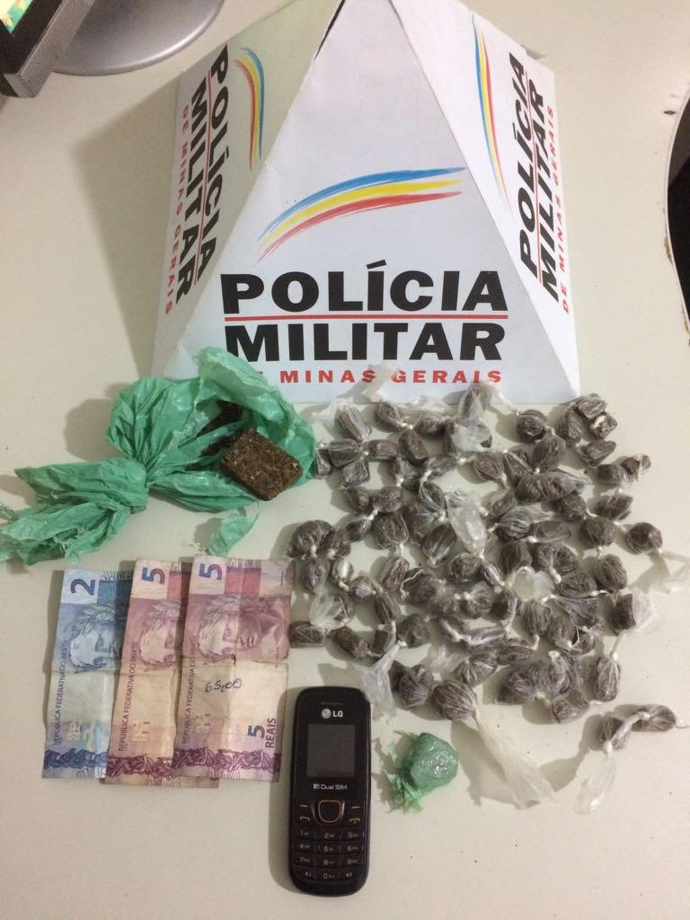 POLÍCIA MILITAR IMPÕE BAIXA NO TRÁFICO EM CONSELHEIRO PENA- TRAFICANTE É PRESO COM 81 BUCHAS DE MACONHA