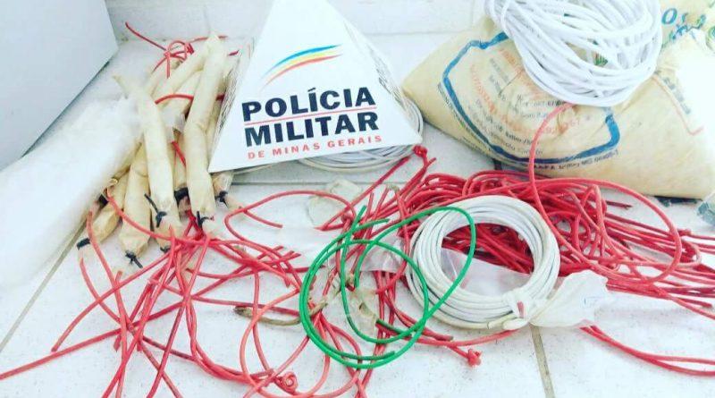 POLÍCIA AMBIENTAL APREENDE BANANAS DE DINAMITE EM ZONA RURAL DE CONSELHEIRO PENA