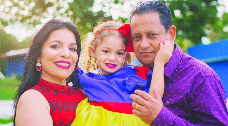 Dra. Keylla e Dr. Nilton Cezar com a princesa