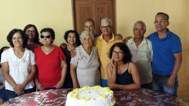 Dona Ruth Gomes, comemorando 89 anos no dia 10/12 - reunindo toda  a família para alegria e felicidade