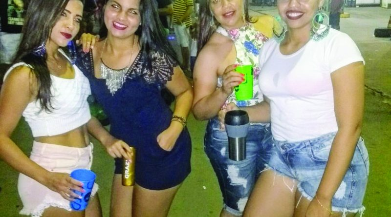 A expressão da beleza personificada nas gatas Bruna, Grasiele, Dinha e Ingrid, colaboradoras do Supermercado Mega Bom, curtindo o carnaval 2018