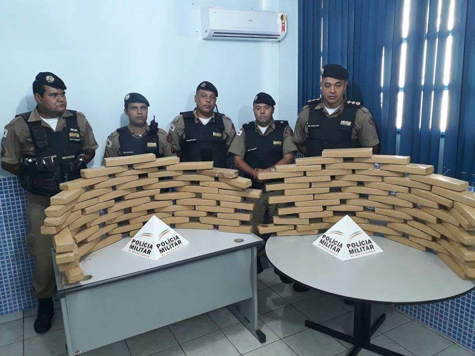 Polícia Militar apreende mais de 100 tabletes de maconha no município de Aimorés