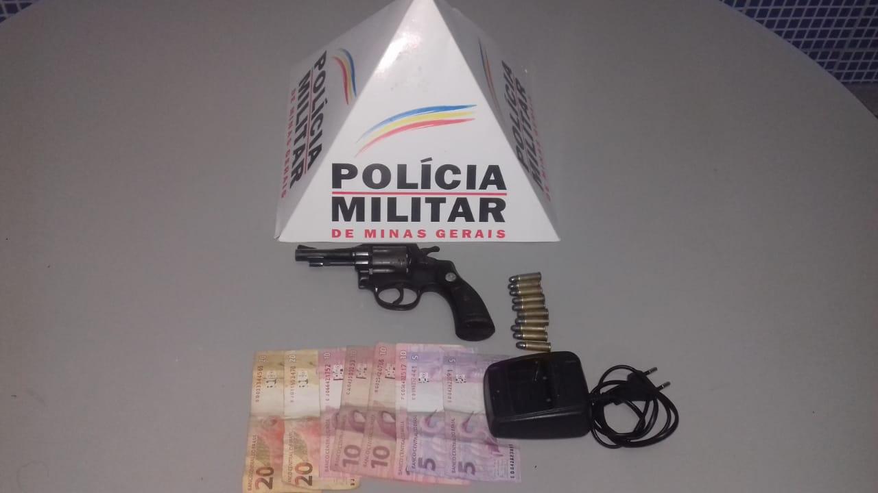 TRAFICANTE ARMADO COM REVOLVER É PRESO AO TENTAR FUGIR DA PM