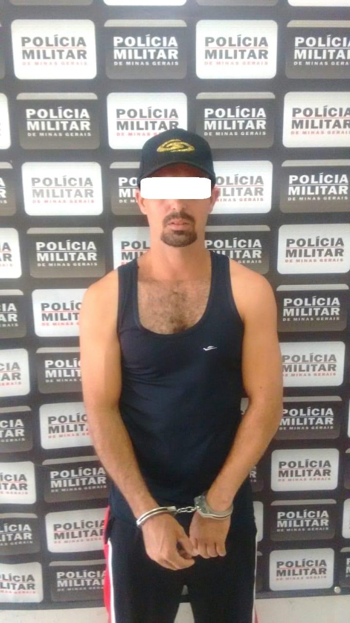 HOMEM VEM PRA AUDIÊNCIA DO IRMÃO E ACABA PRESO POR FALTA DE PAGAMENTO DE PENSÃO ALIMENTÍCIA