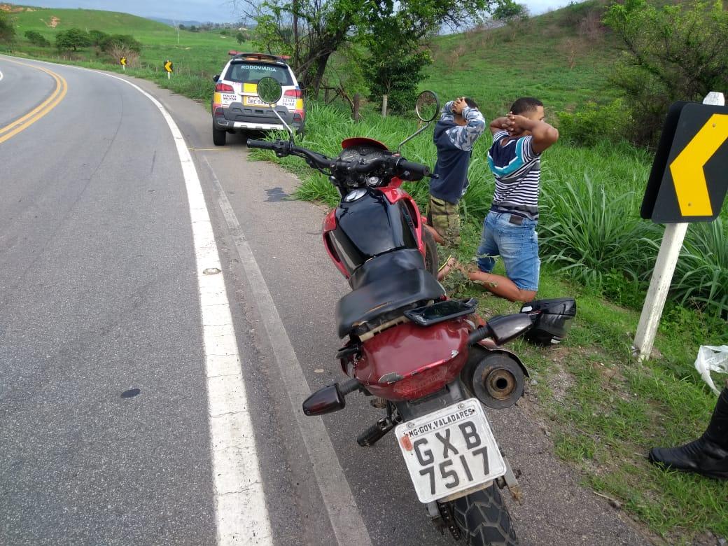 TRAFICANTES SÃO PEGOS DA BR-259 VENDENDO DROGAS PARA CAMINHONEIROS