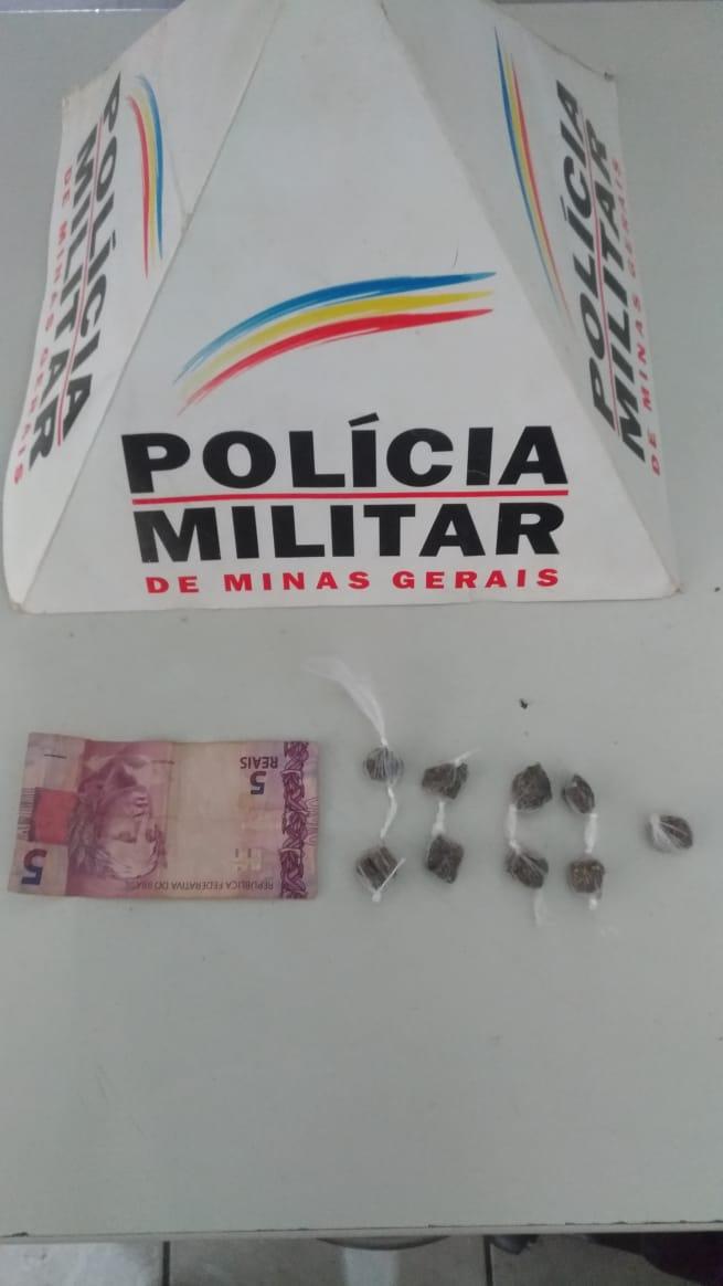 ADOLESCENTE DE 16 ANOS, É PRESO PELA POLÍCIA MILITAR COM 09 BUCHAS DE MACONHA